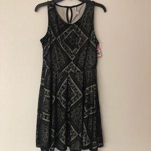 Lace detail sleeveless dress